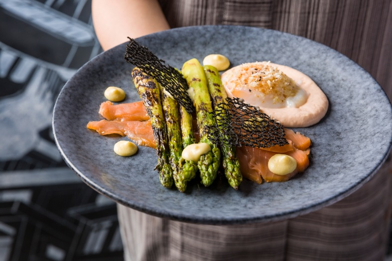 Tipsy New Dishes - Grilled Asparagus with Smoke Salmon 1